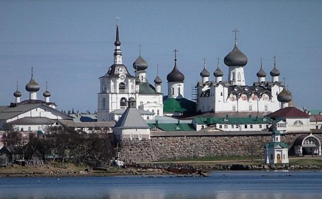 Mit dem Eisbrecher zum Solowezki-Kloster