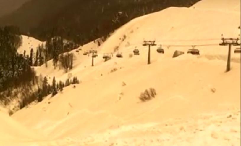 Orangener Schnee in Sotschi