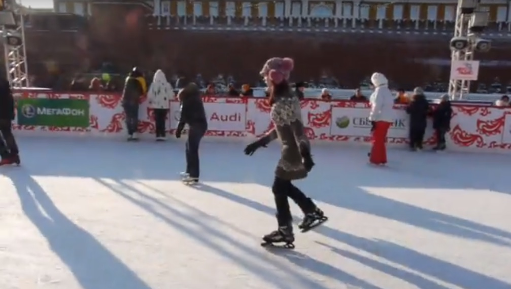 Moskau: Öffentliche Eislaufflächen für den Winter präpariert